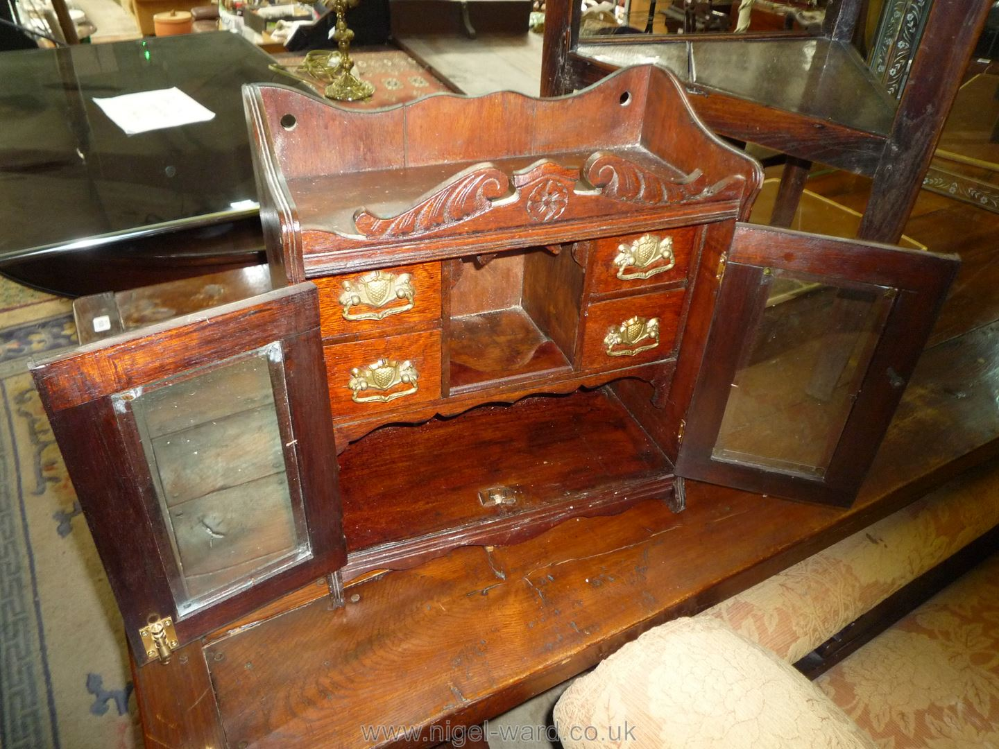 A most appealing Oak table top or wall-hanging Cabinet, - Image 2 of 2
