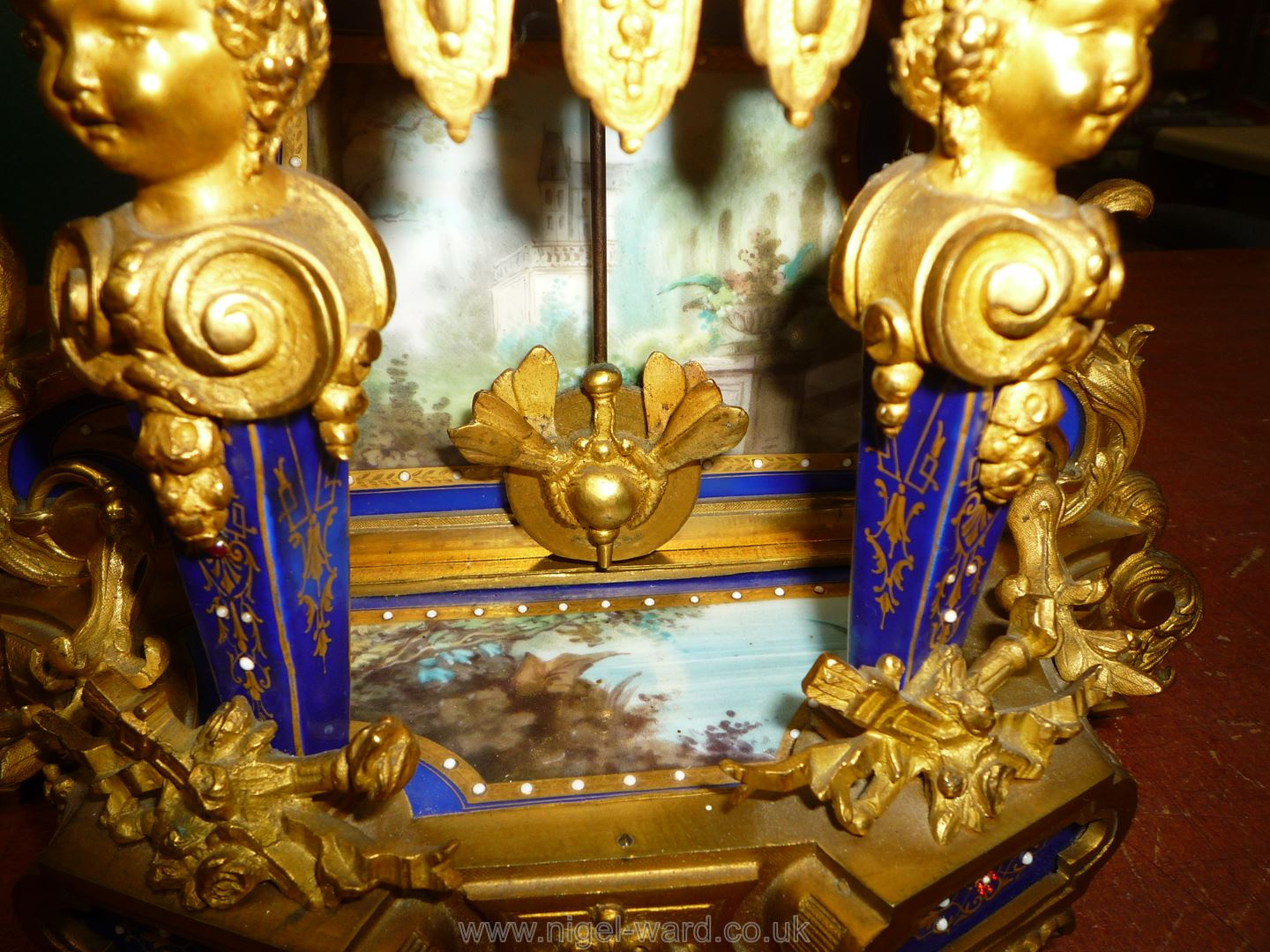 An exceptionally attractive French Ormolu and porcelain mantle Clock the two-train movement by - Image 22 of 35