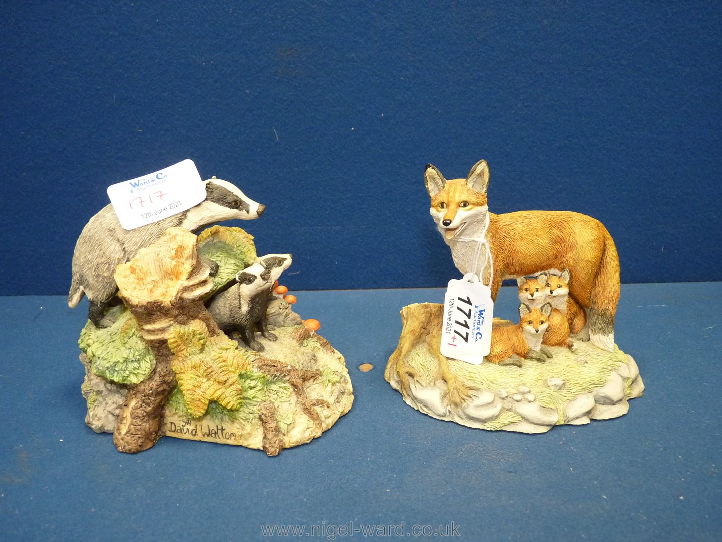 Two Border Fine Arts figures - badger family and fox family. - Image 2 of 2