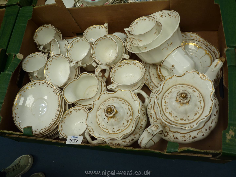 A Copeland & Garratt china teaset consisting of teapot, lidded tureen, teacups and saucers,