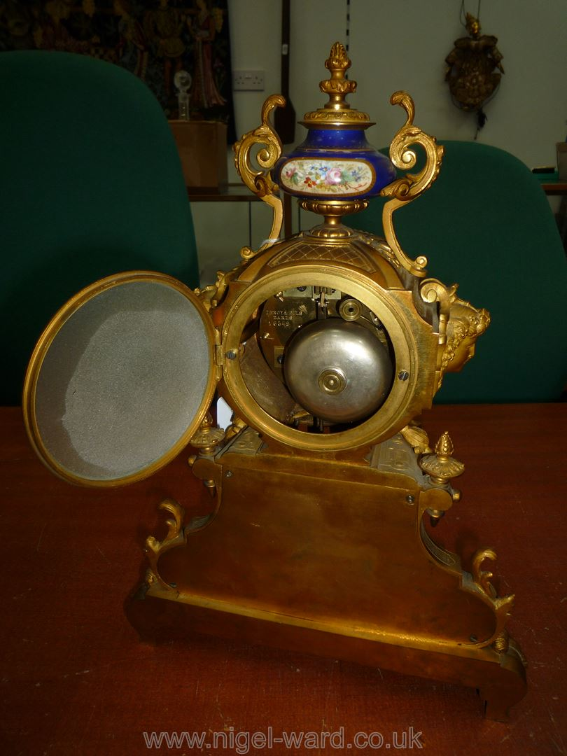 An exceptionally attractive French Ormolu and porcelain mantle Clock the two-train movement by - Image 7 of 35