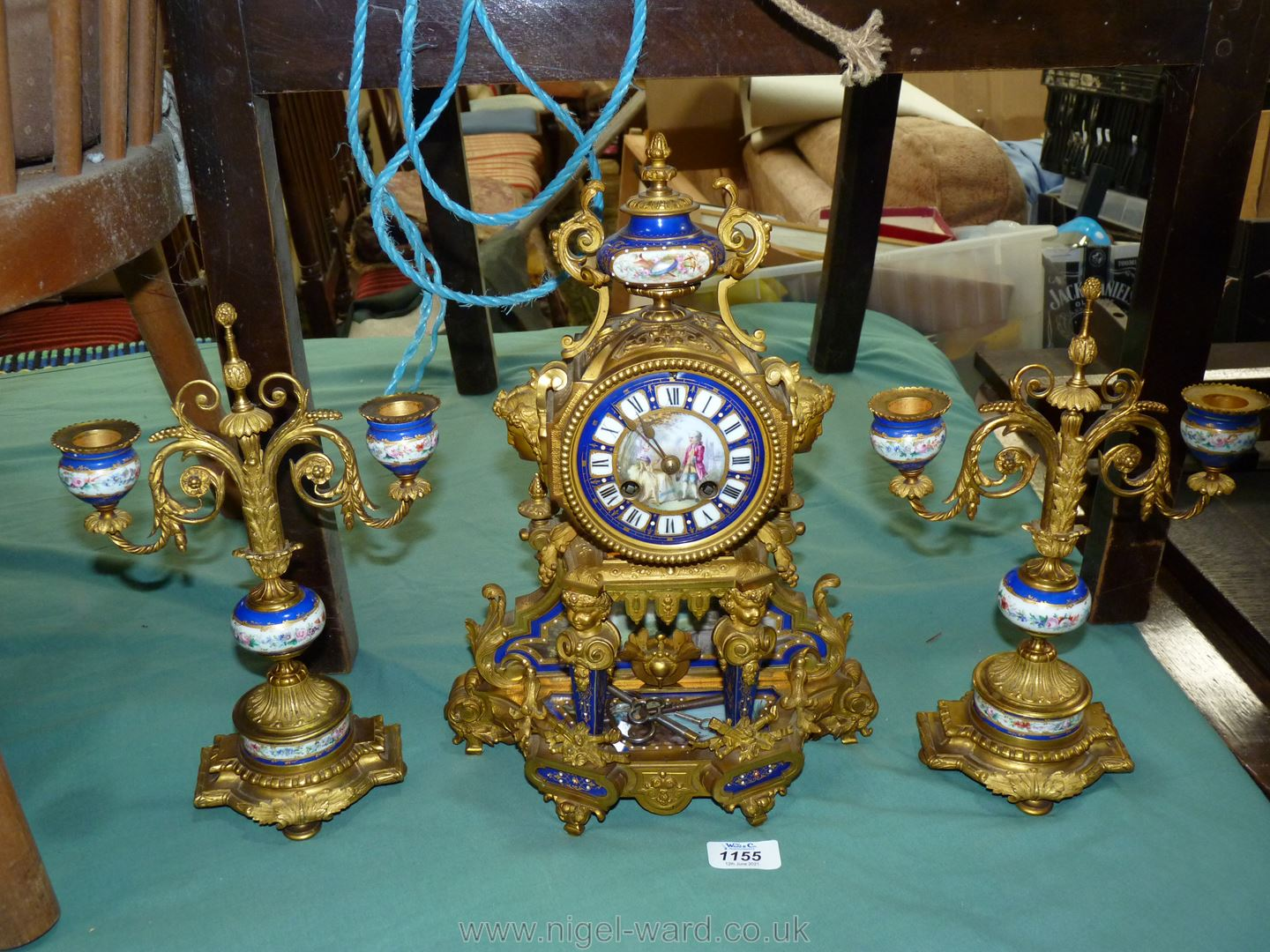 An exceptionally attractive French Ormolu and porcelain mantle Clock the two-train movement by - Image 2 of 35