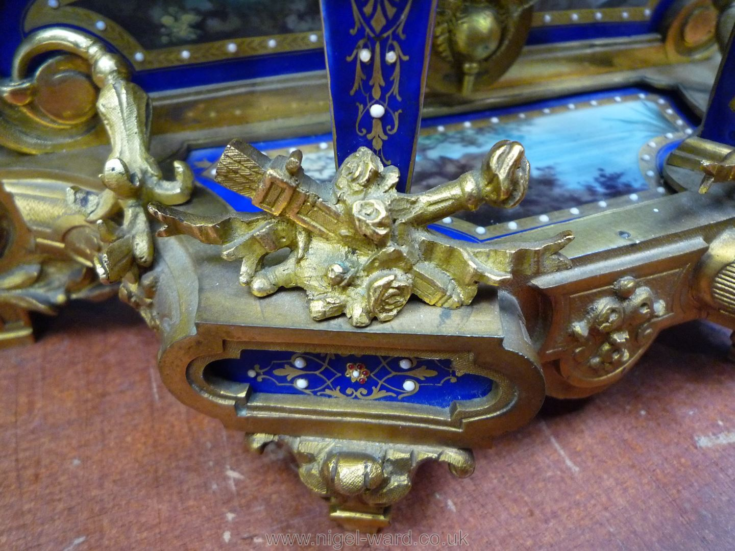 An exceptionally attractive French Ormolu and porcelain mantle Clock the two-train movement by - Image 26 of 35