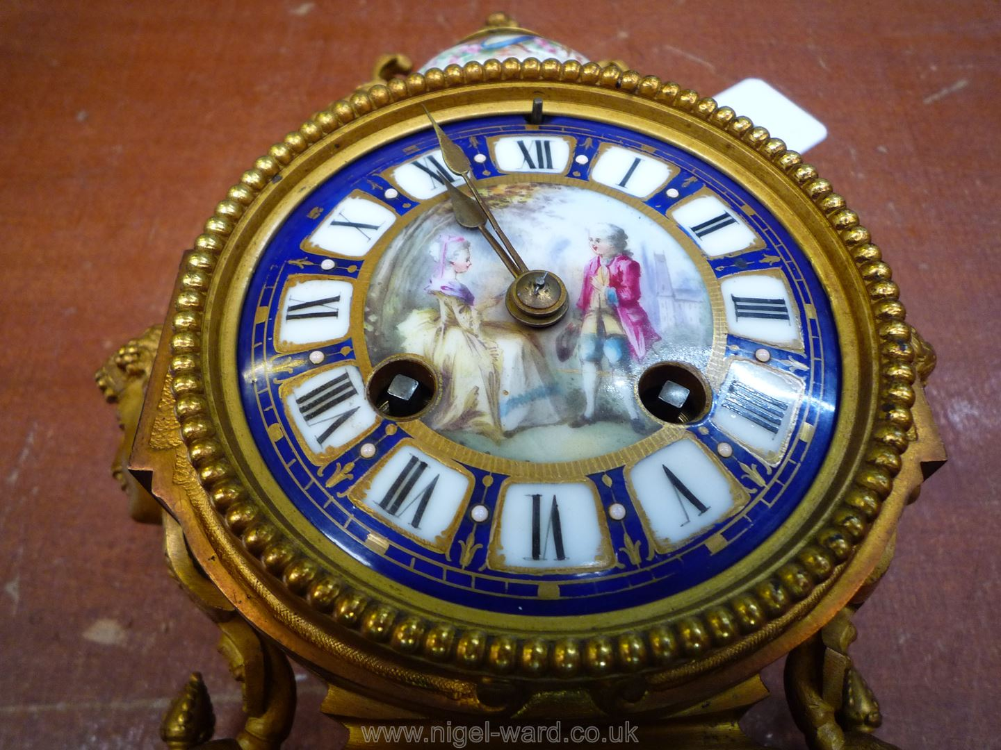 An exceptionally attractive French Ormolu and porcelain mantle Clock the two-train movement by - Image 8 of 35