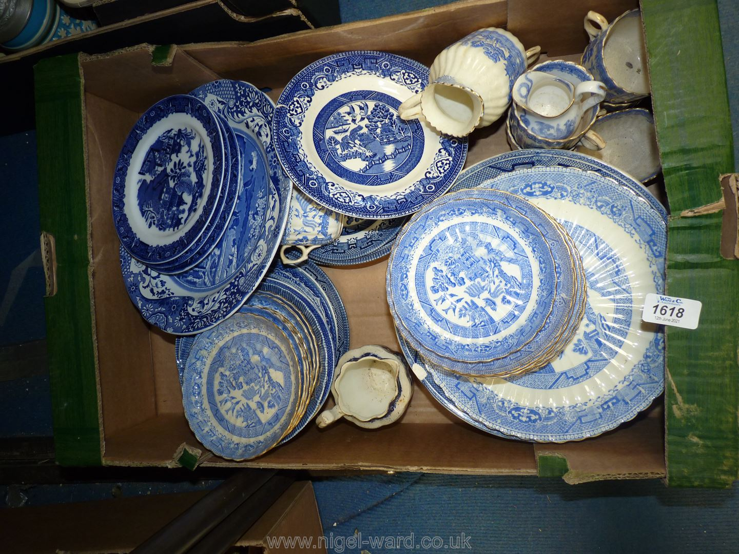 Blue & white china plates to include Spode, Old Willow, Royal Worcester,