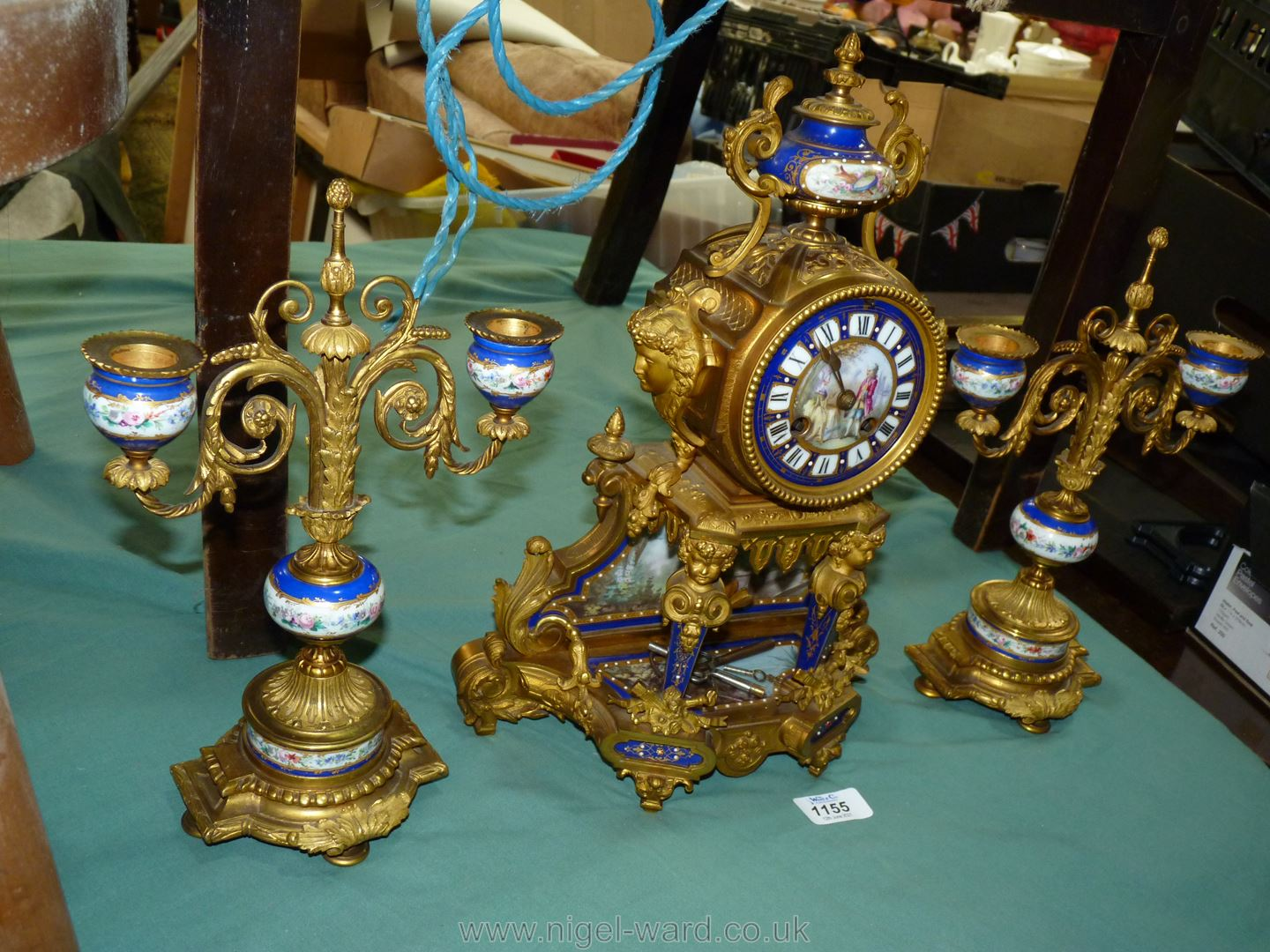An exceptionally attractive French Ormolu and porcelain mantle Clock the two-train movement by - Image 3 of 35