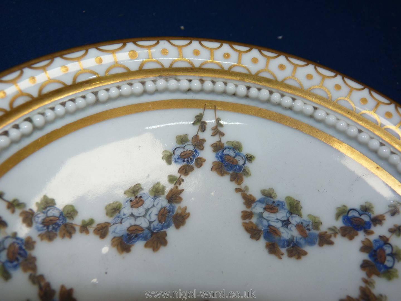 A fine Paris porcelain stand, la Courtille, late 18th early 19th c. - Image 2 of 4