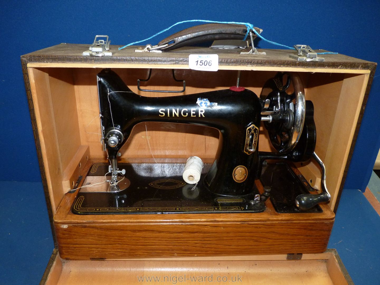 A hand turn, cased Singer sewing machine, No. EJ265028, working, good condition. - Image 2 of 4
