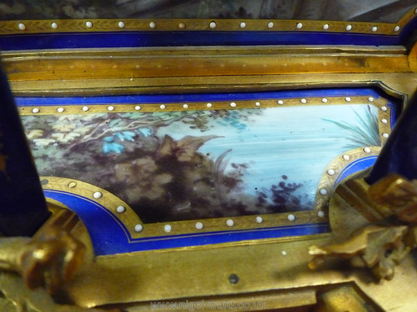 An exceptionally attractive French Ormolu and porcelain mantle Clock the two-train movement by - Image 12 of 35