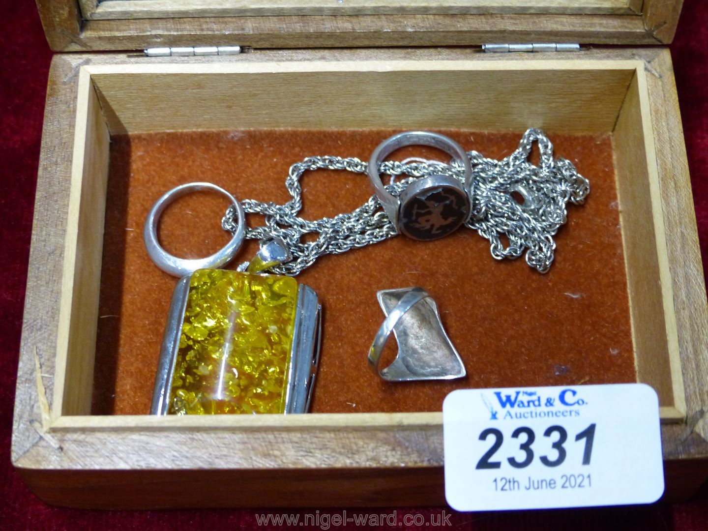 A yellow coloured Pendant and three silver Rings - Image 3 of 3