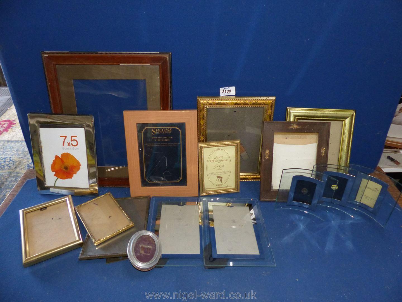 A box of gilt and contemporary frames. - Image 2 of 2