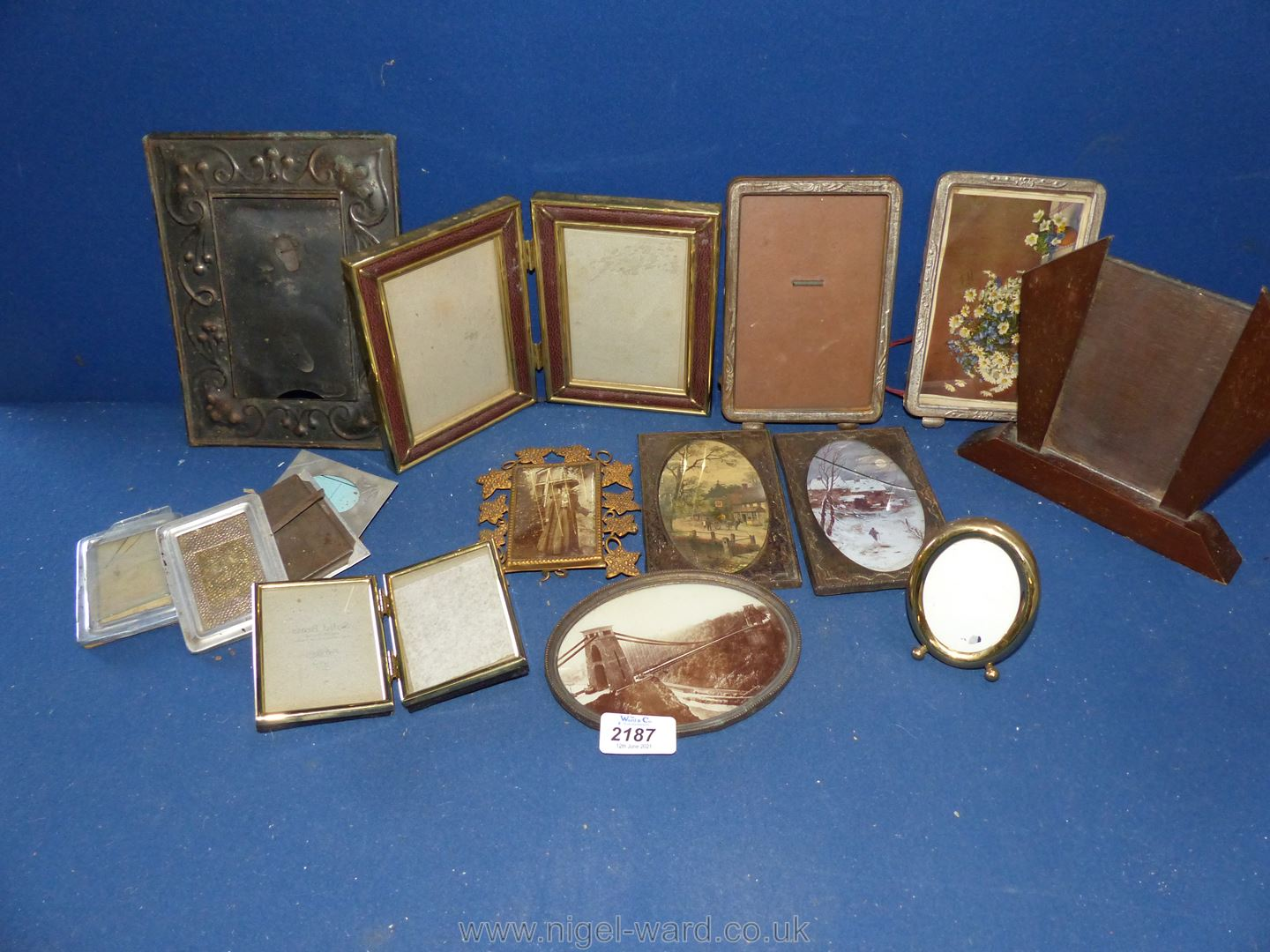 A small tub of pretty period frames including Art Nouveau and Art Deco. - Image 2 of 2