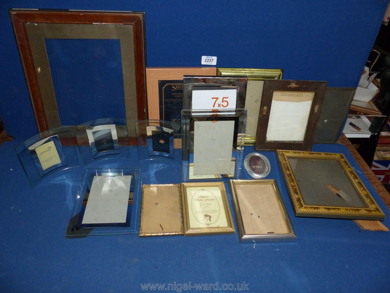 A box of gilt and contemporary frames.