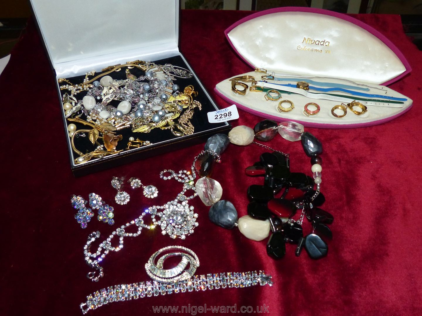 A quantity of costume jewellery including Nivada changeable wristwatch set, silver necklace, etc.