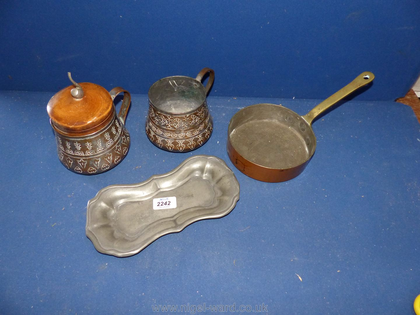 """A Divertimenti London copper and brass frying pan 6 1/4"""", hammered pot with handle,"""