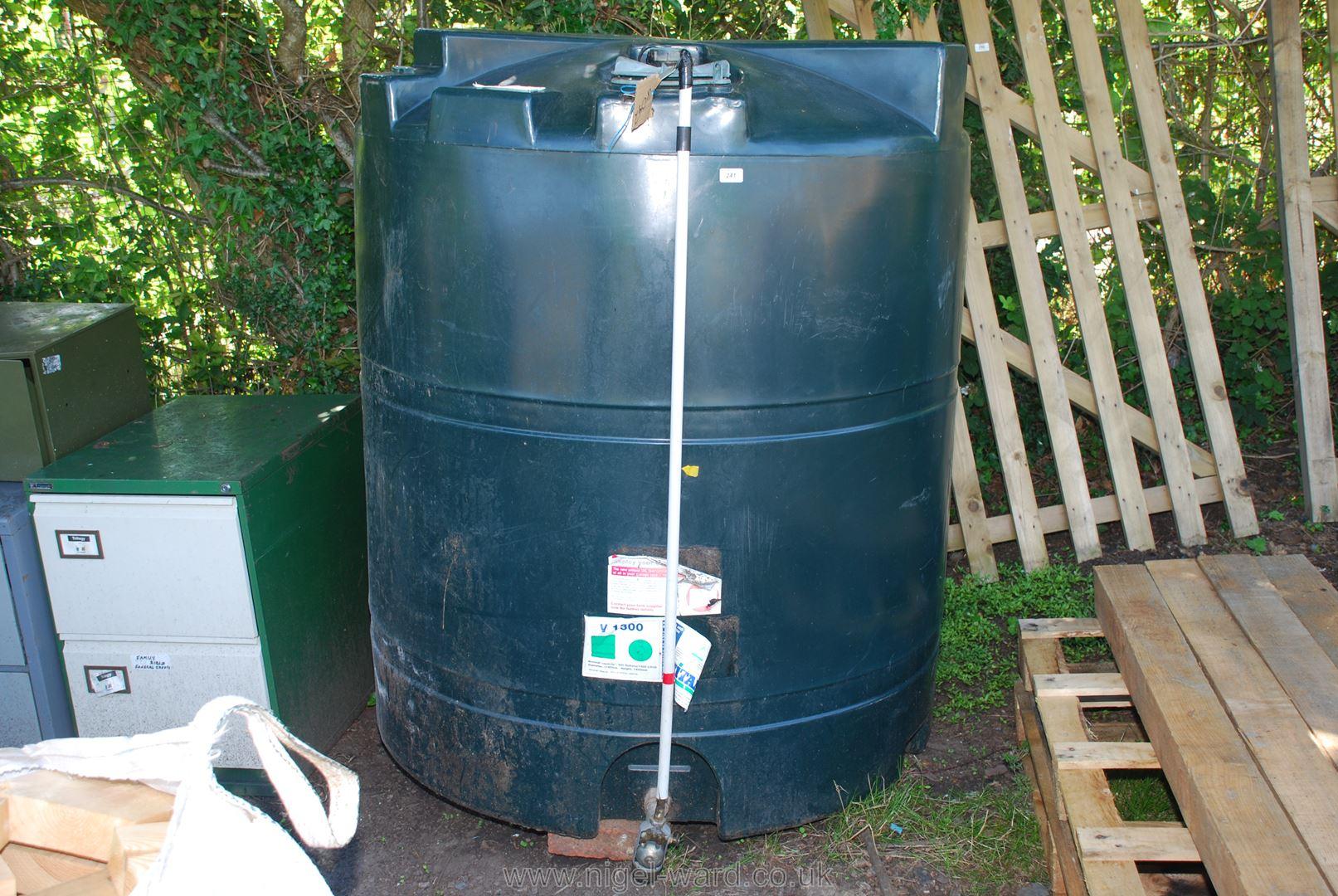 Single skin Titan V1300 oil tank.