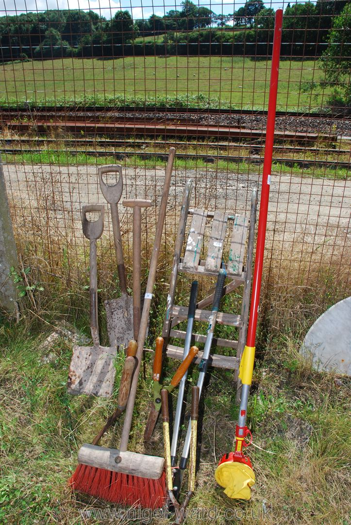 Quantity of garden shears, stepladder, fork,