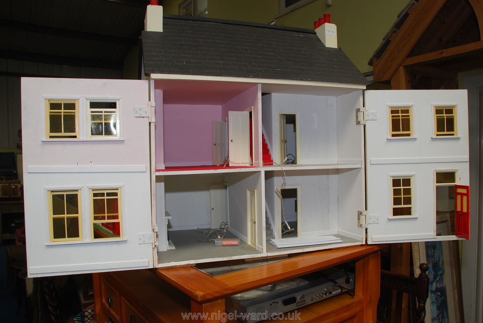 Dolls house with battery operated lights, - Image 2 of 2