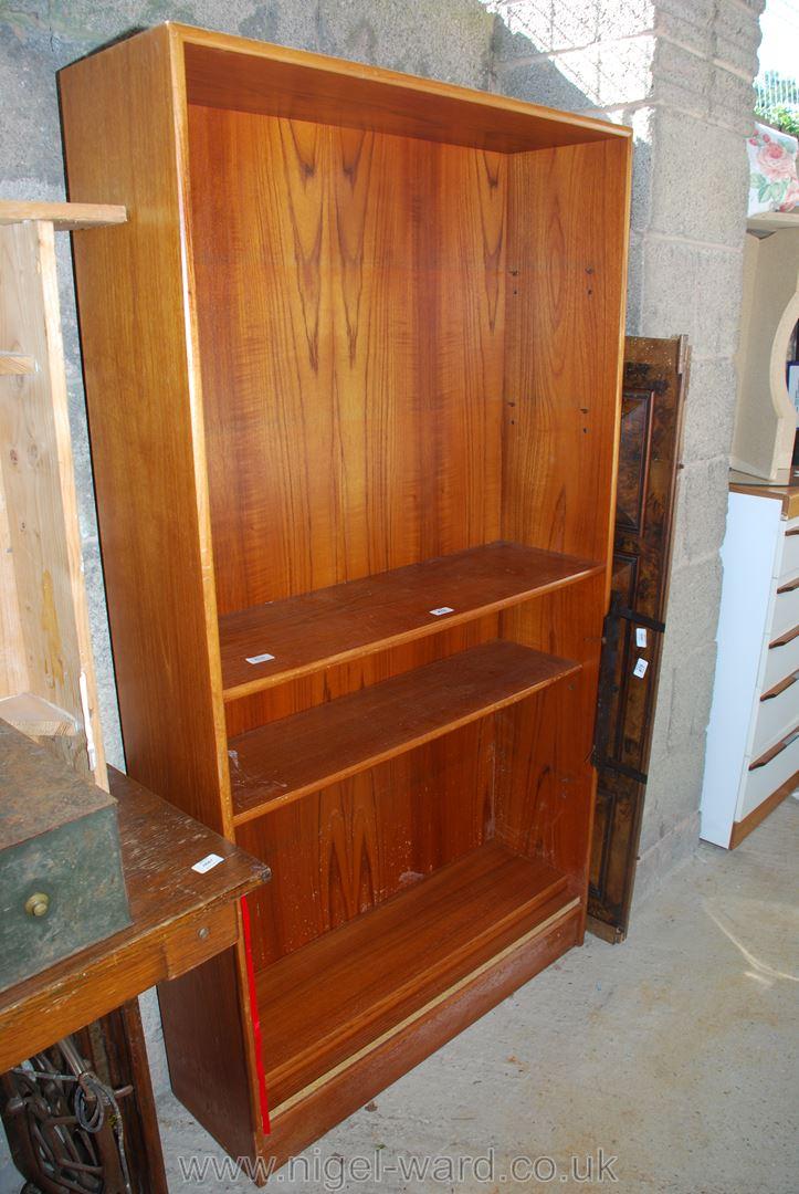 Adjustable shelf bookcase in teak finish