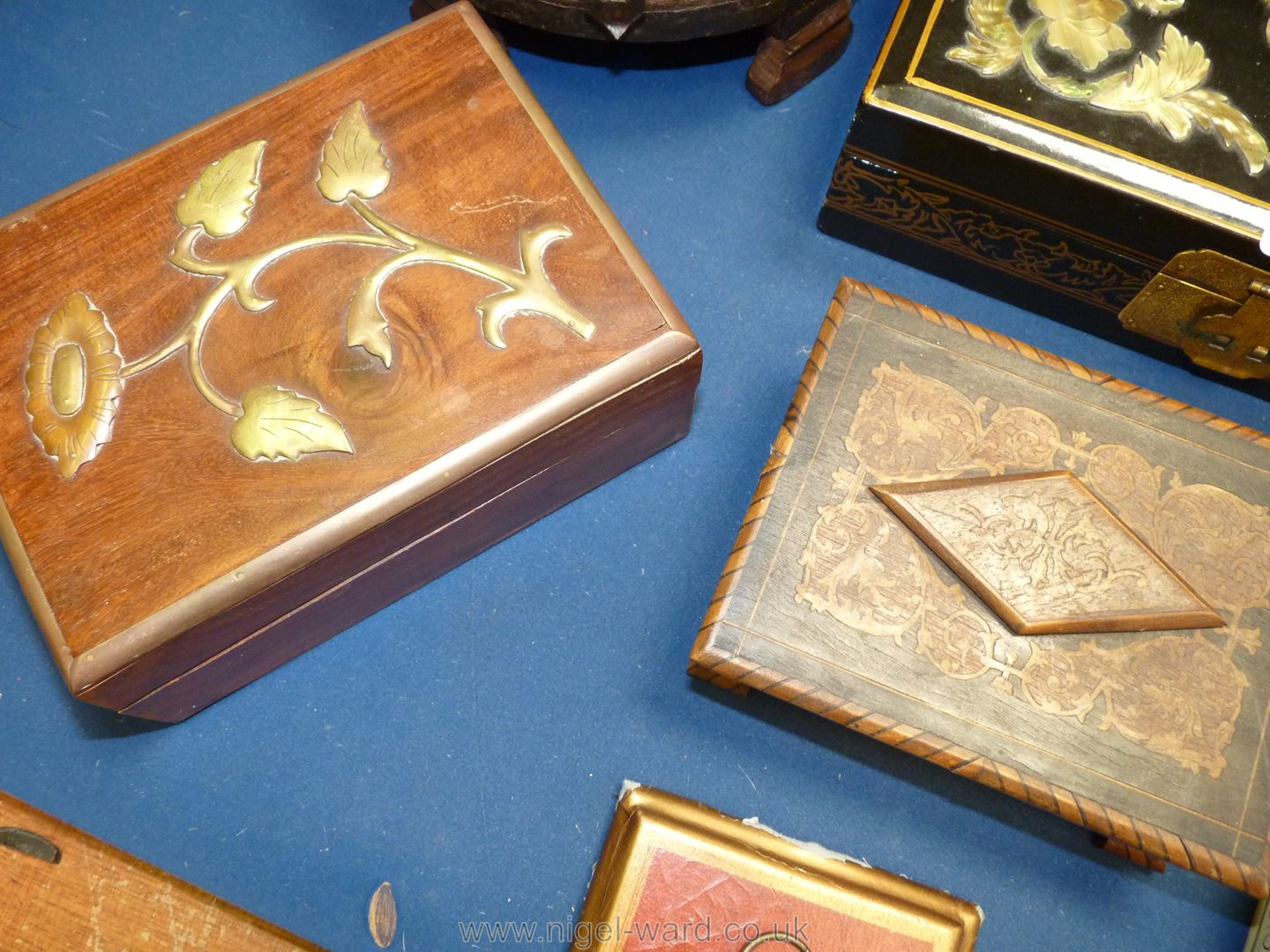 A quantity of oriental boxes including ream with painted detail, brass flower detail, - Image 5 of 5
