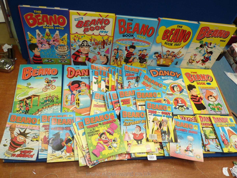 A quantity of Dandy and Beano comic books.