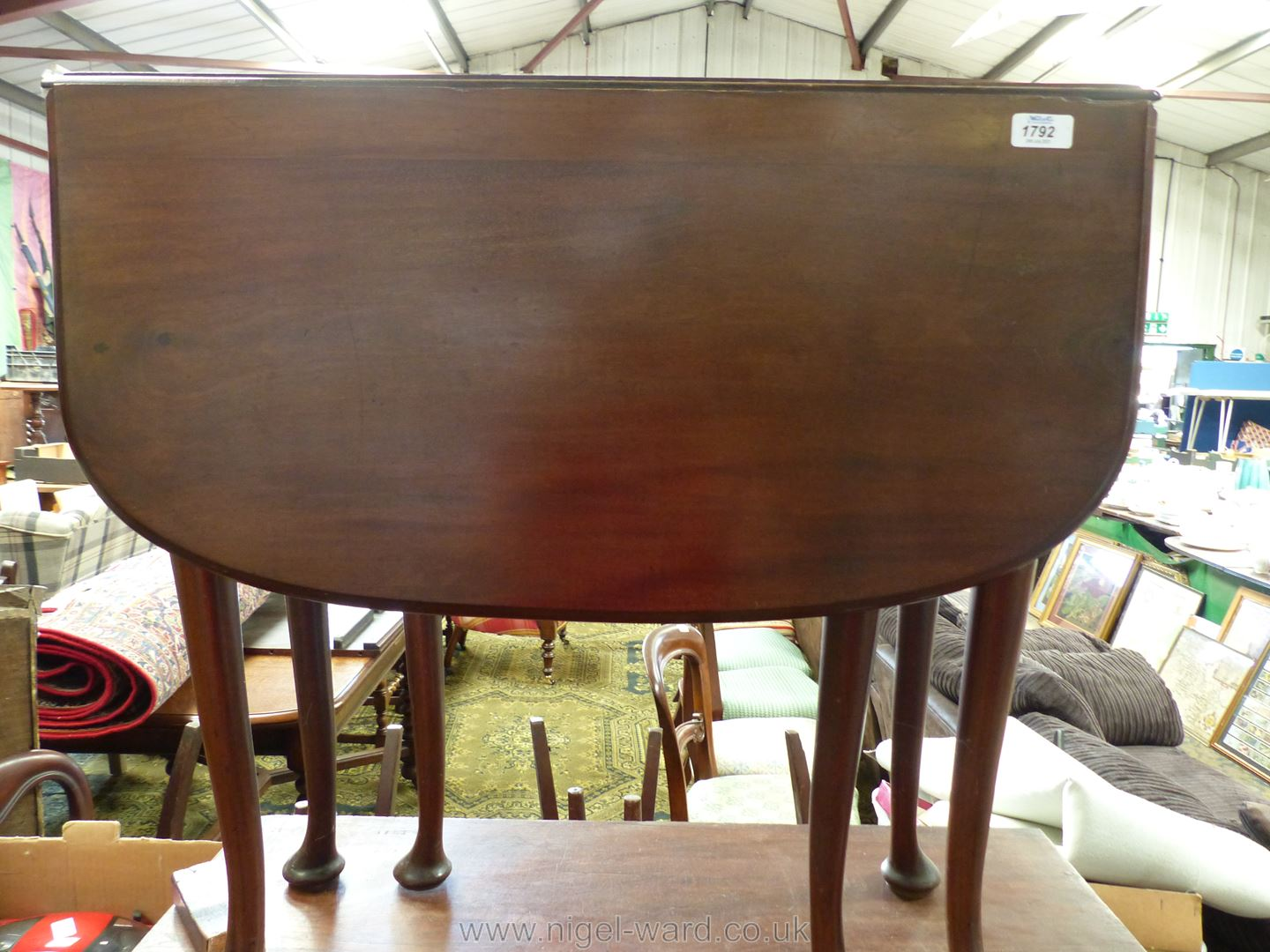 A good Mahogany drop-leaf swing-leg Dining Table standing on cabriole legs terminating in pad feet, - Image 5 of 6