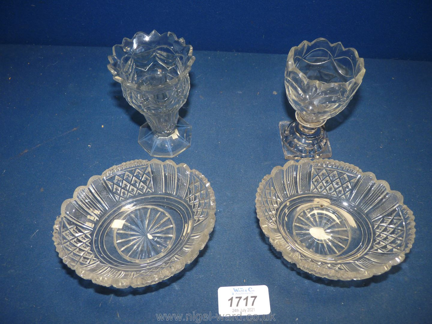Two fine Regency cut glass dessert dishes and two cut glass posy vases of similar date (both vases - Image 2 of 5