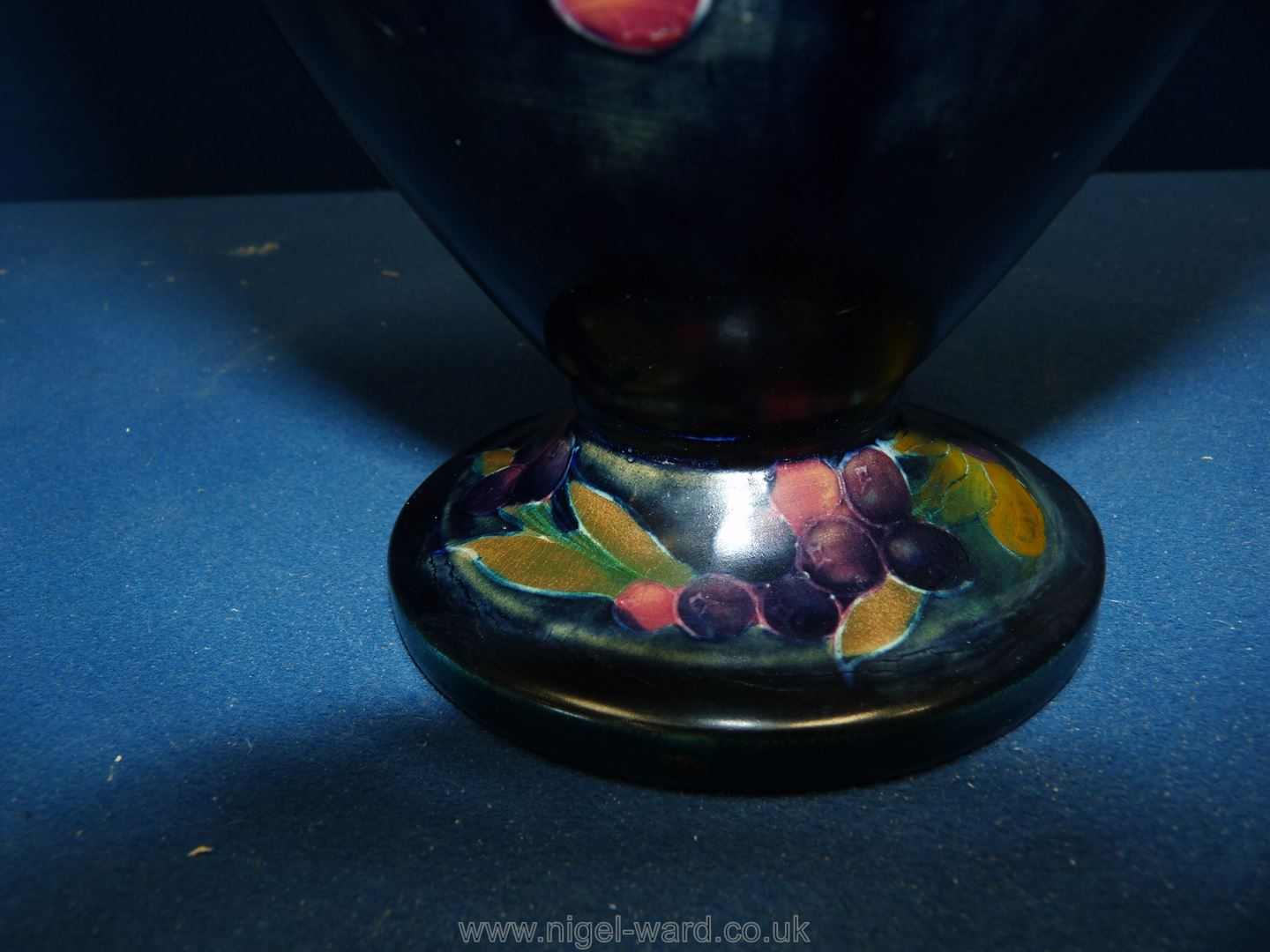 """A vintage Moorcroft vase, pomegranate pattern, 1918 to the base, 9"""" tall. - Image 4 of 4"""