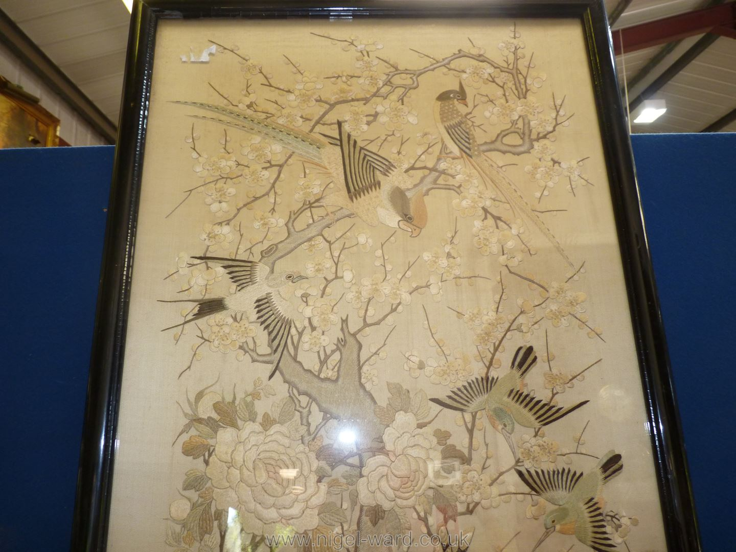 A silk picture of oriental birds, framed and mounted, - Image 3 of 4