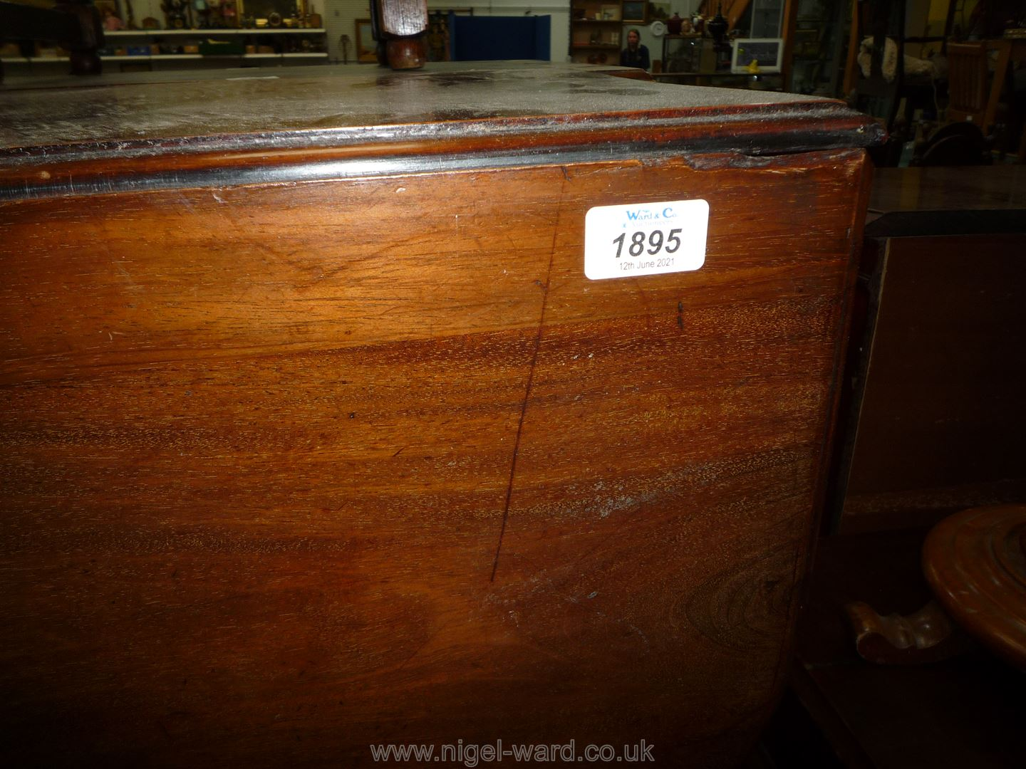 A good Mahogany drop-leaf swing-leg Dining Table standing on cabriole legs terminating in pad feet, - Image 2 of 6