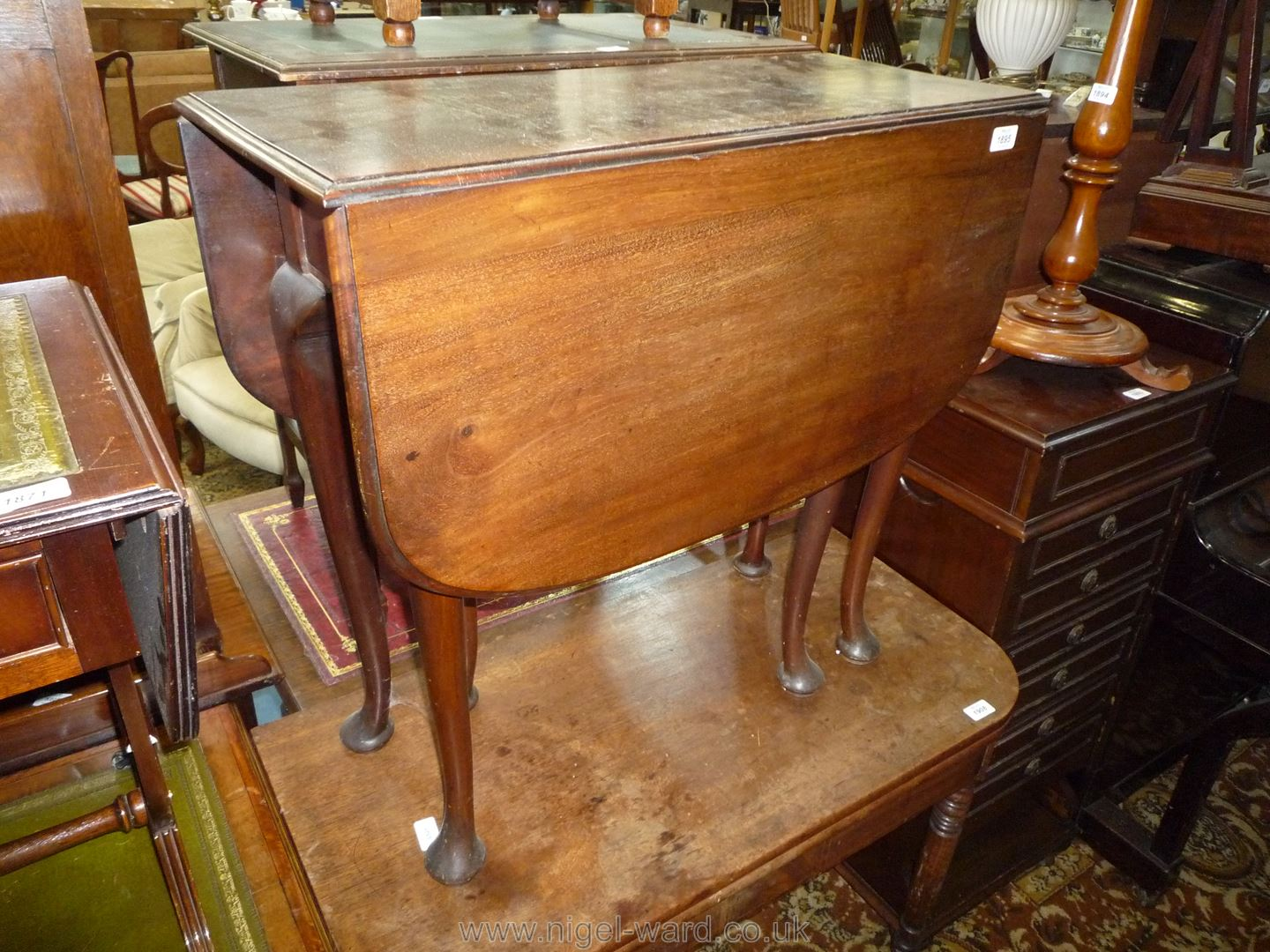 A good Mahogany drop-leaf swing-leg Dining Table standing on cabriole legs terminating in pad feet, - Image 4 of 6