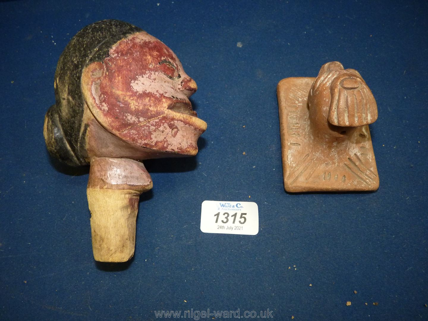 An unusual South American carved wood shamanistic head, - Image 2 of 3