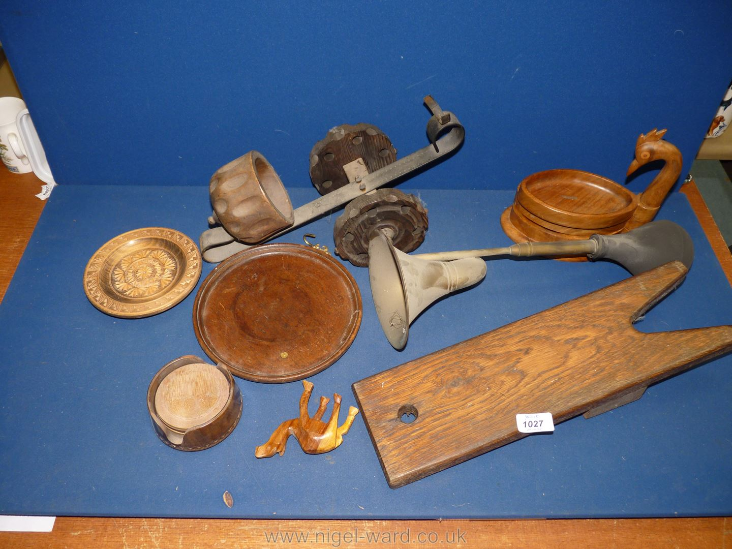 A quantity of Treen including bottle carrier, boot jack, coasters etc pus an old car horn.