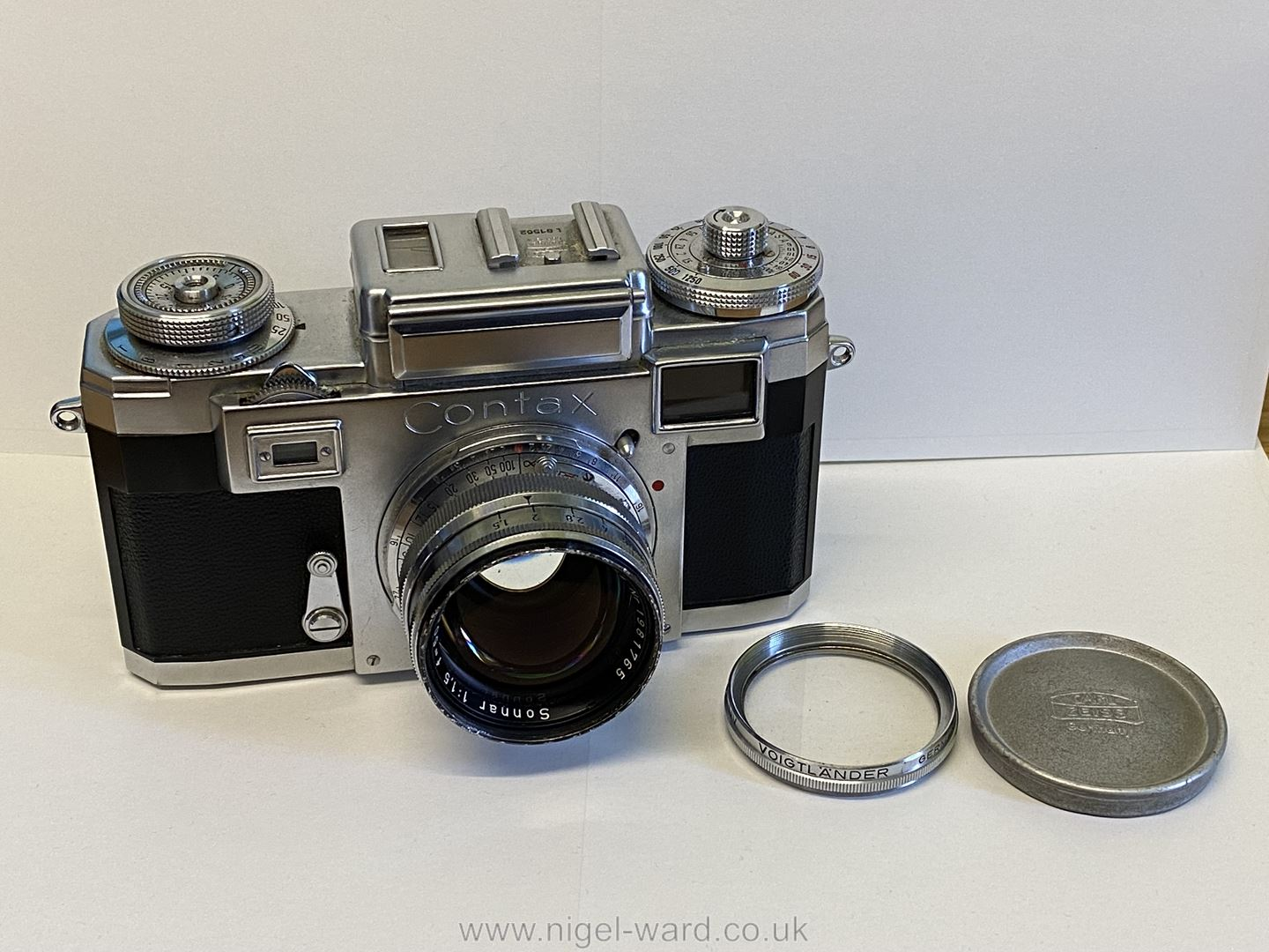 A Circa 1950's - 60's Zeiss Ikon Stuttgart Contax IIIa 35mm Range Finder Camera with a Carl Zeiss - Image 9 of 18