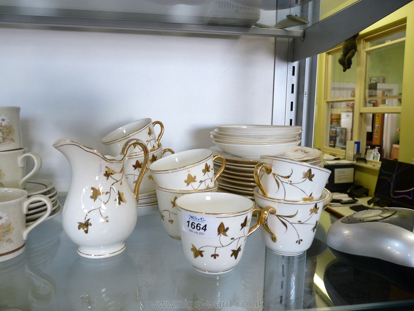 A part Teaset in white and gilt ivy leaf pattern - Image 4 of 4