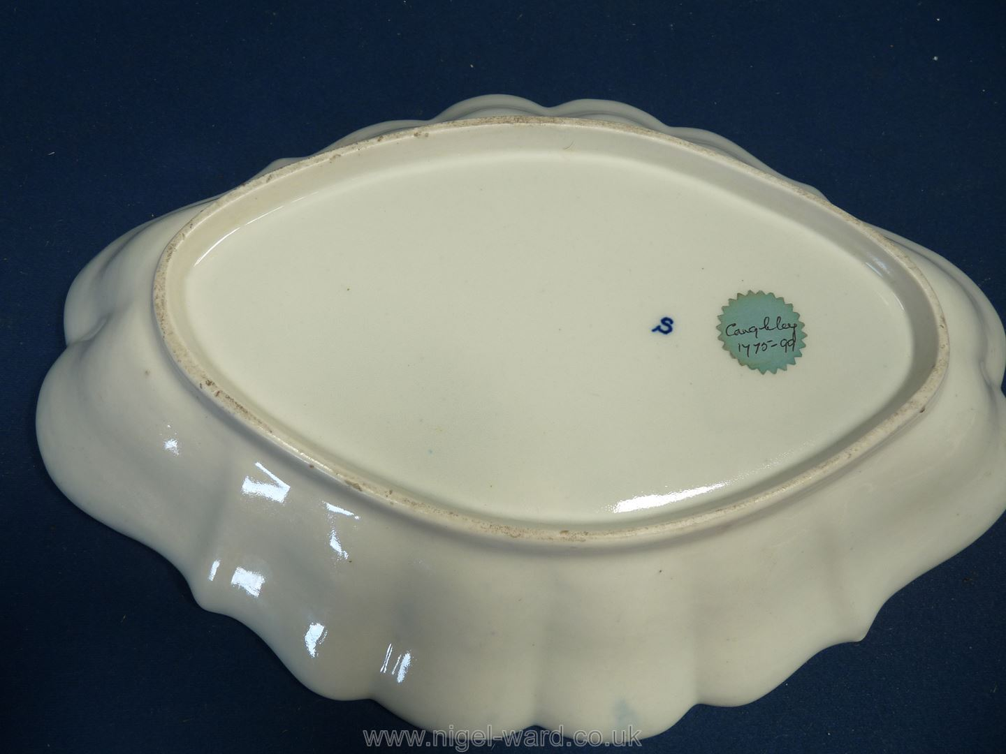 """A Caughley blue and white elongated diamond shaped Dish, 1770-99, 12 1/2"""" long x 8 3/4"""". - Image 2 of 2"""
