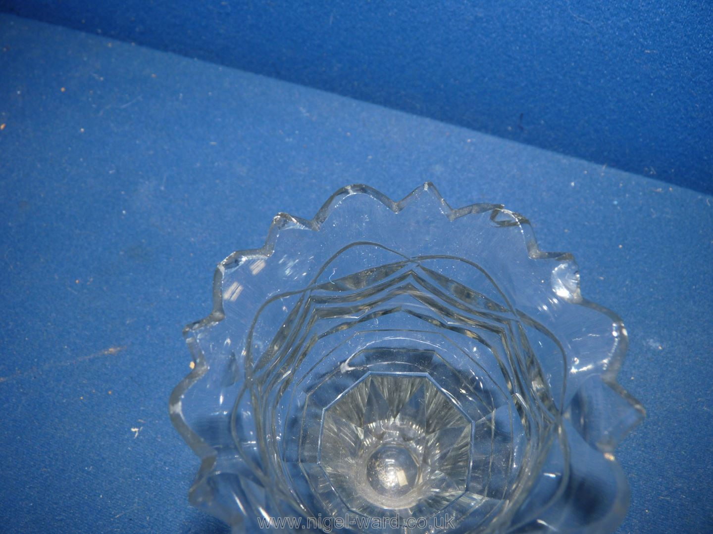 Two fine Regency cut glass dessert dishes and two cut glass posy vases of similar date (both vases - Image 3 of 5