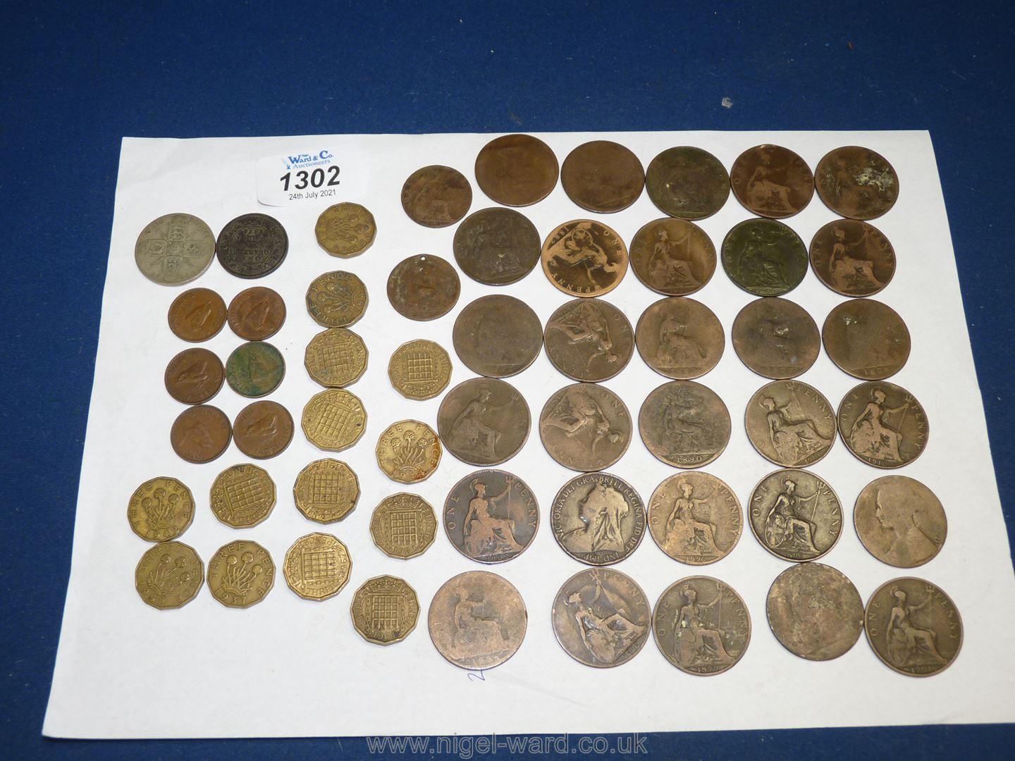 A quantity of old pennies dating from the late 1800 to 1900's (30 approx.