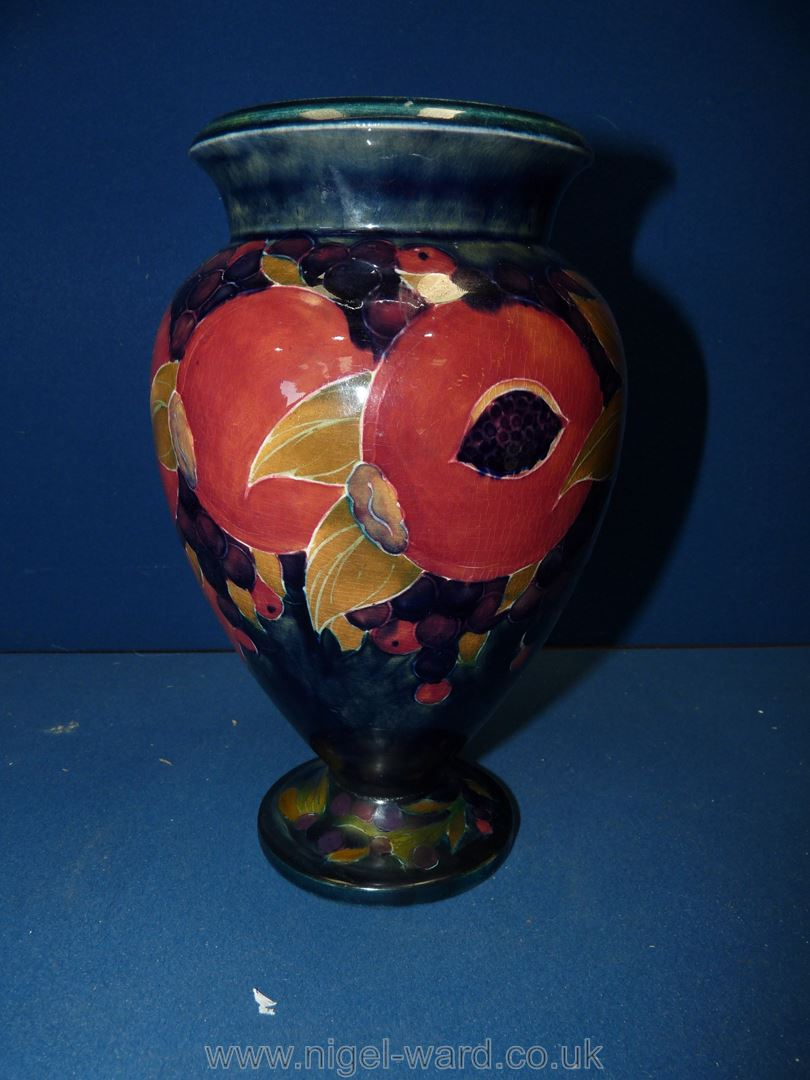 """A vintage Moorcroft vase, pomegranate pattern, 1918 to the base, 9"""" tall. - Image 3 of 4"""