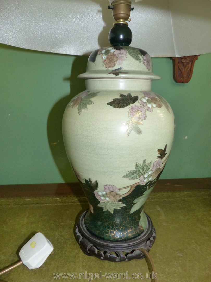 An oriental style table lamp and shade, - Image 3 of 3