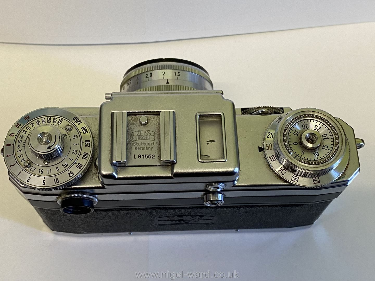 A Circa 1950's - 60's Zeiss Ikon Stuttgart Contax IIIa 35mm Range Finder Camera with a Carl Zeiss - Image 6 of 18