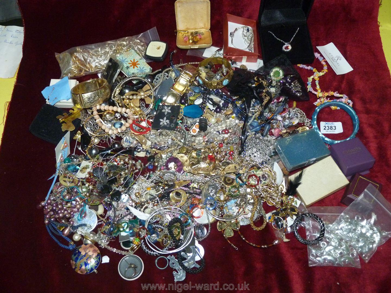 Miscellaneous Costume jewellery beads,