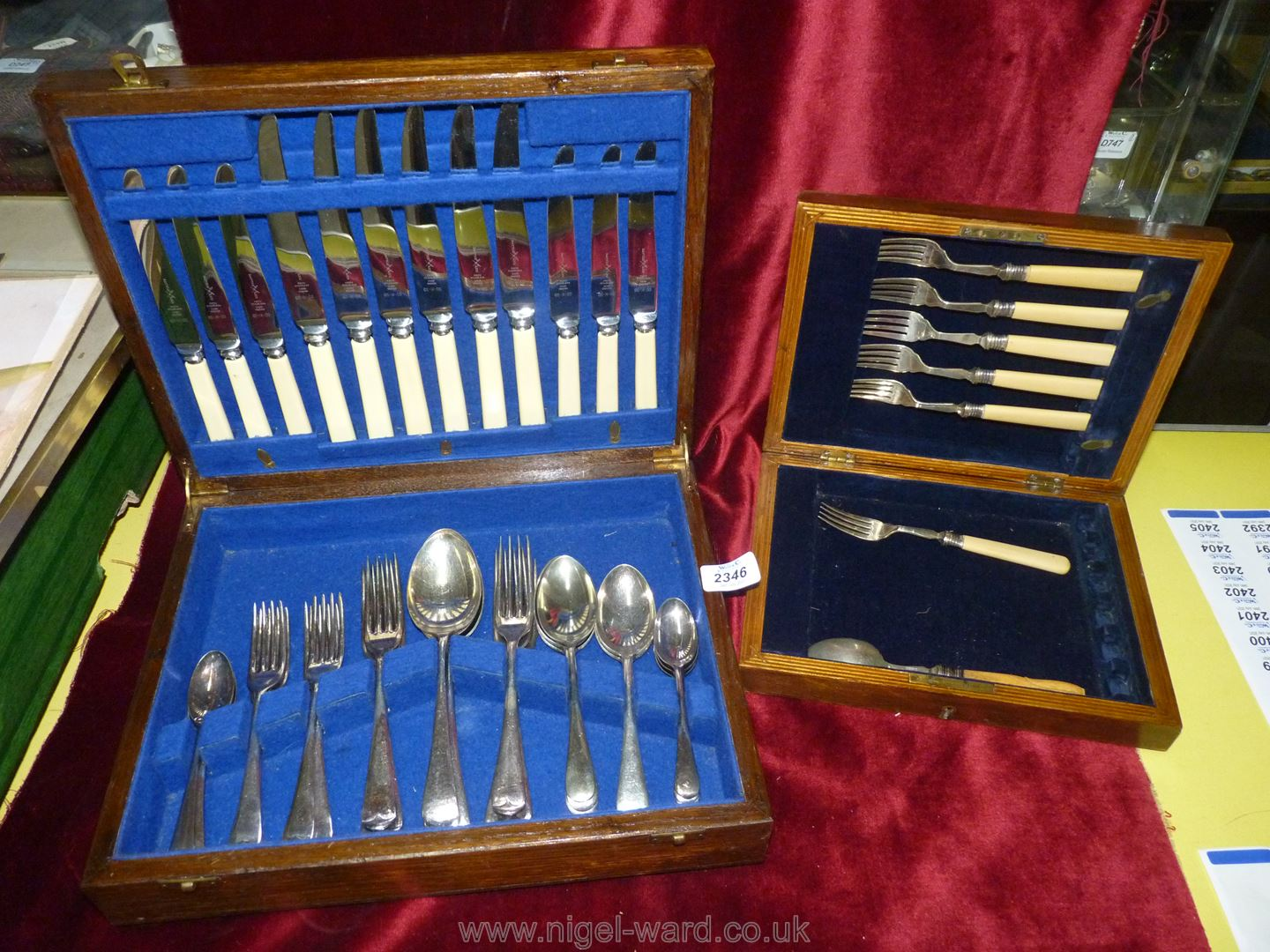A wooden canteen of cutlery; Battle-Axe-Firth-Stainless hand ground six setting for knives, forks,
