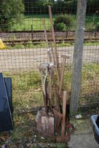 Quantity of spades, garden tools and a sledge hammer.