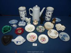 A small quantity of china including trinket dishes, Copeland coffee jug, oriental style pots,