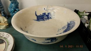 An early blue and white Minton wash bowl decorated with cats