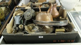 A qty of metalware