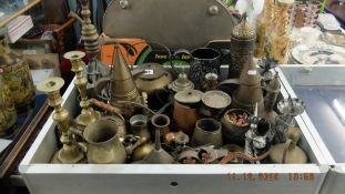 A qty of assorted metalware