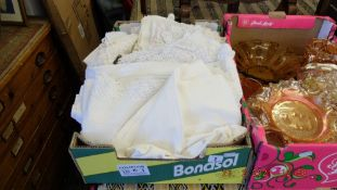 A qty of assorted linen