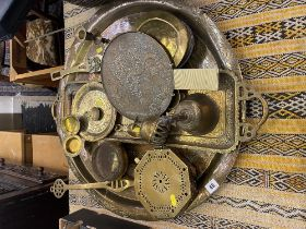 A qty of assorted brass ware